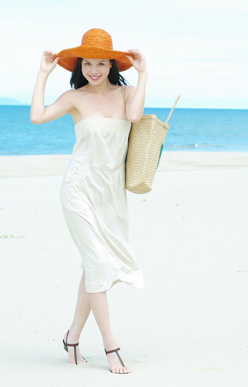 Á hậu Ngọc Oanh xinh đẹp trên biển vắng - 8