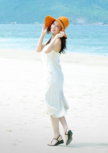 Á hậu Ngọc Oanh xinh đẹp trên biển vắng - 10