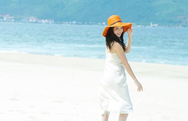 Á hậu Ngọc Oanh xinh đẹp trên biển vắng - 11