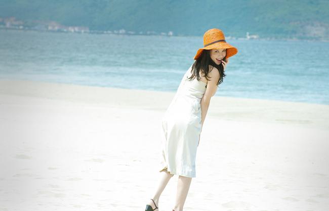 Á hậu Ngọc Oanh xinh đẹp trên biển vắng - 12