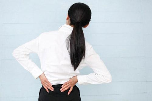 """Cách đơn giản """"xử lý"""" những cơn đau lưng - 1"""