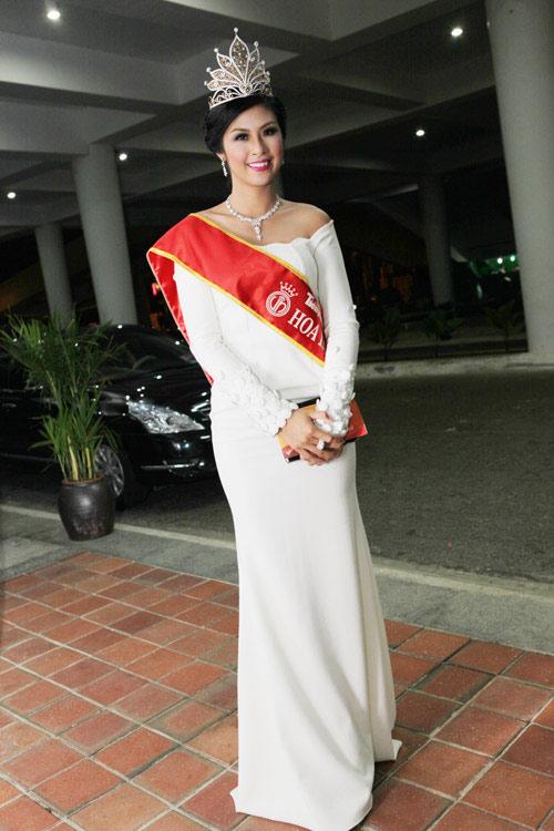 """Hoa hậu Nguyễn Thị Huyền làm… """"bảo mẫu"""" - 12"""