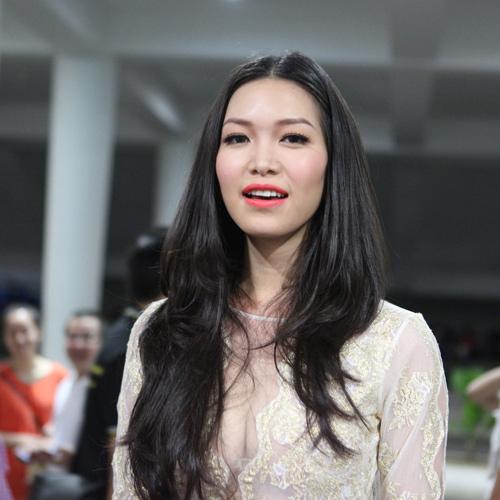 """Hoa hậu Nguyễn Thị Huyền làm… """"bảo mẫu"""" - 13"""