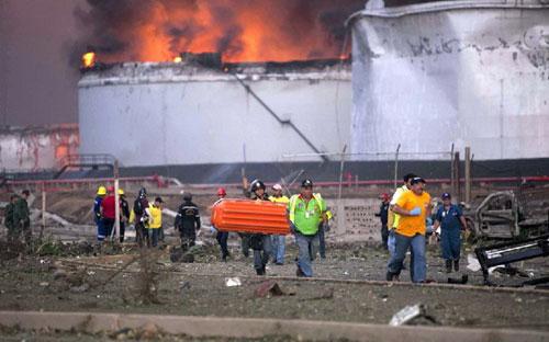 Nổ nhà máy ở Venezuela: 100 người thương vong - 7