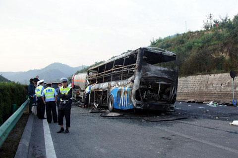 TQ: Xe khách va xe bồn, 36 người chết cháy - 1