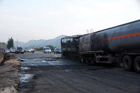 TQ: Xe khách va xe bồn, 36 người chết cháy - 3