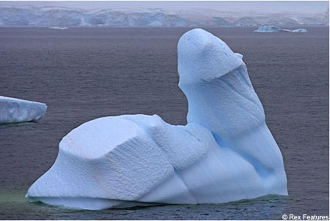 Hình ảnh một tảng băng ngoài thực tế, có hình thù nhạy cảm.