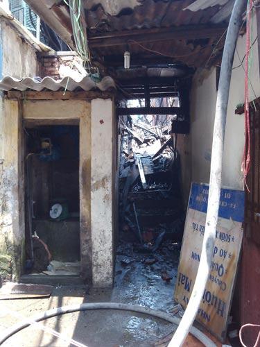 Hàng xóm không biết cụ bà chết cháy - 2