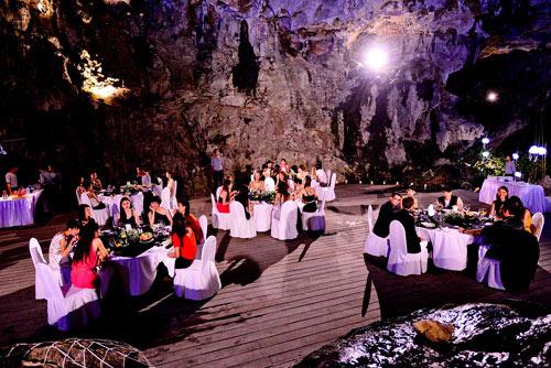 Thí sinh VNTM dự tiệc ở... hang động - 2
