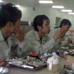 Tin tức trong ngày - Bữa cơm công nhân: Đã hẻo còn bị xẻo