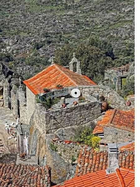 Ngôi làng cổ nằm giữa ở Bồ Đào Nha - 3