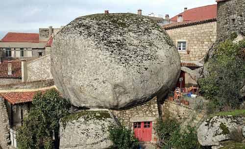 Ngôi làng cổ nằm giữa ở Bồ Đào Nha - 4
