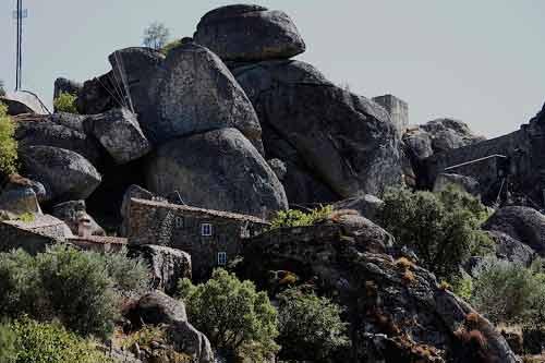 Ngôi làng cổ nằm giữa ở Bồ Đào Nha - 12