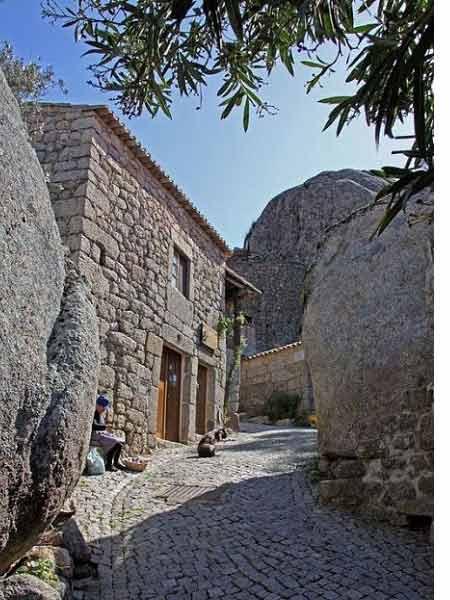 Ngôi làng cổ nằm giữa ở Bồ Đào Nha - 14