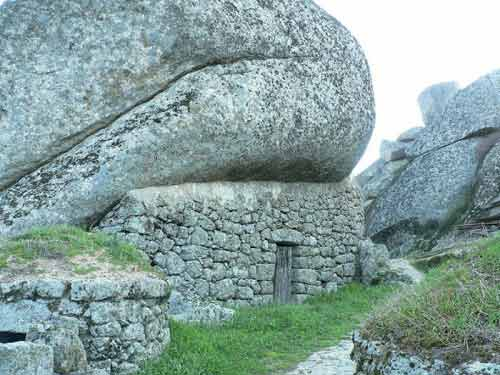 Ngôi làng cổ nằm giữa ở Bồ Đào Nha - 9