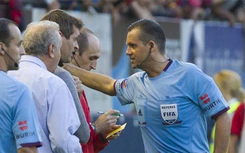 Tito Vilanova nhận thẻ đỏ - 1