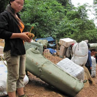 Lạng Sơn: Hàng lậu áp sát biên giới