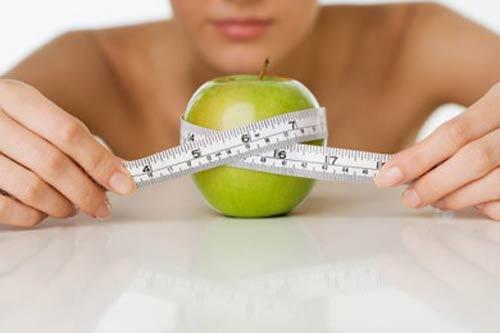Phát hoảng vì độc chiêu giảm cân của quý bà - 1