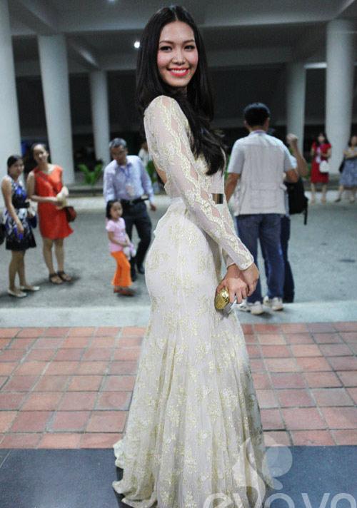 """Hoa hậu Thùy Dung khéo """"úp mở"""" cơ thể - 5"""