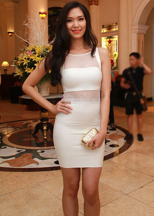 """Hoa hậu Thùy Dung khéo """"úp mở"""" cơ thể - 13"""