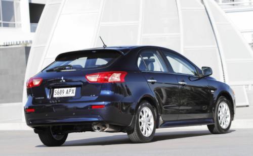 Mitsubishi Lancer công bố giá - 6