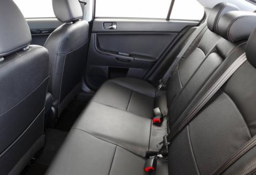 Mitsubishi Lancer công bố giá - 9