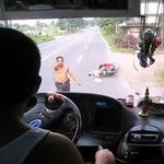 Tin tức trong ngày - Philippines: CSGT lột áo… chửi tài xế xe buýt