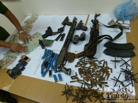 Nghẹt thở bắt trùm ma túy dùng súng AK nã đạn - 4