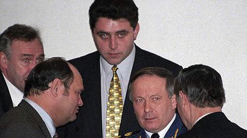 Chính trường rối ren, Putin xuất hiện - 1