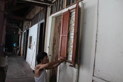 Hà Nội: Nhiều khu nhà gỗ... chờ cháy - 3