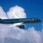 Tin tức trong ngày - Mở cửa thoát hiểm máy bay VNA để xuống cho dễ