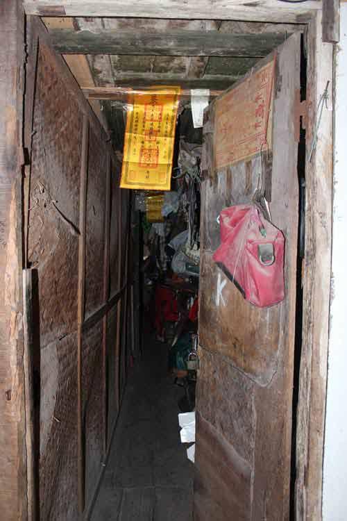 Hà Nội: Nhiều khu nhà gỗ... chờ cháy - 5