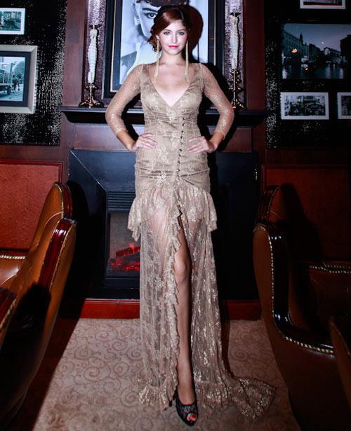 Mẫu tây Andrea Aybar sexy không đợi tuổi - 1