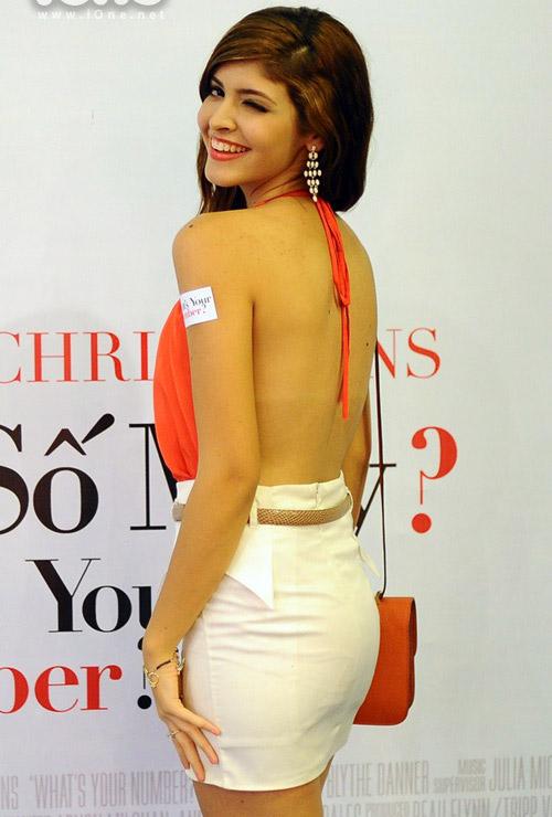 Mẫu tây Andrea Aybar sexy không đợi tuổi - 5