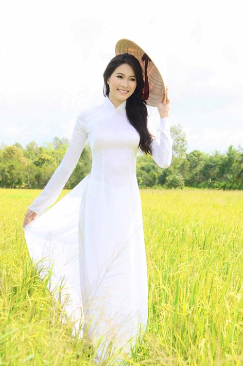 Hoa hậu Thu Thảo trở lại miền sông nước - 1