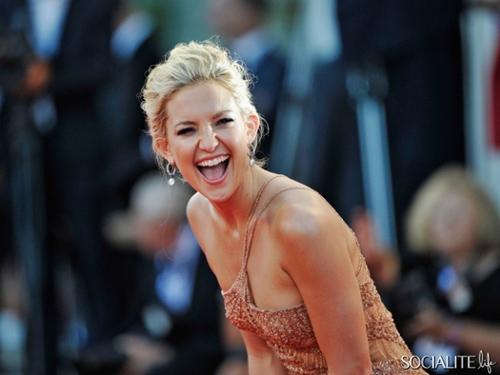 """Đau mắt với """"Thiên thần nóng bỏng"""", Phim, Laetitia Casta, bieu tuong nuoc phap, Kate Hudson, lien hoan phim Venice, Matt Bellamy, vi hon phu, ky gia, nguoi ham mo, tin tuc"""
