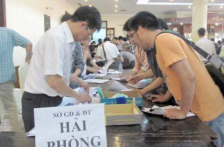 Hàng ngàn thí sinh ngóng giấy báo điểm - 1