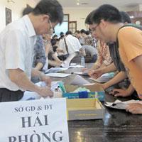 Hàng ngàn thí sinh ngóng giấy báo điểm