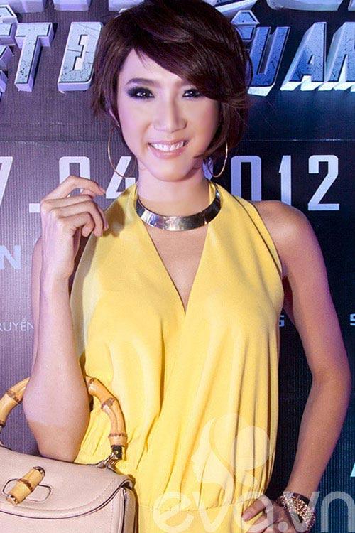 """Nụ cười """"méo mó"""" của mỹ nhân Việt - 19"""