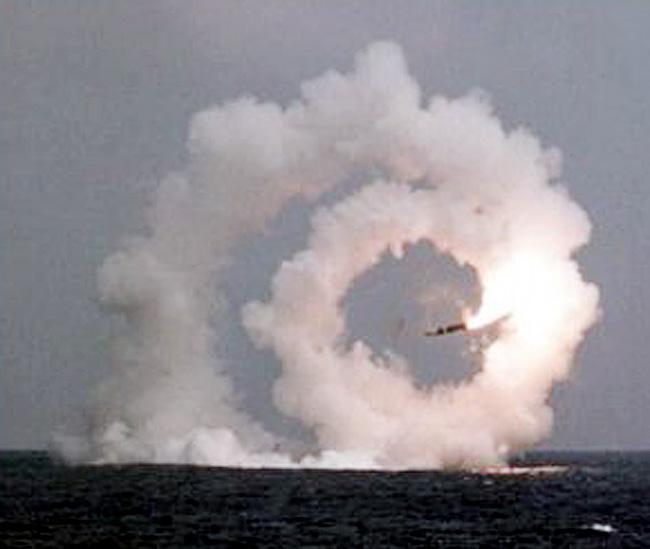 Còn đây là đường đi của hơi nước từ một vụ thử tên lửa thất bại ở Nga.