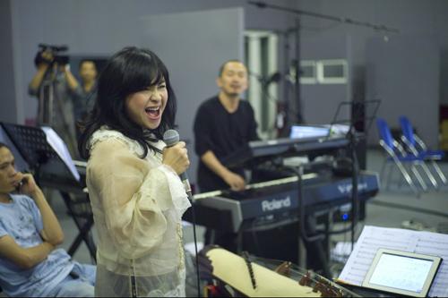 Thanh Lam dốc lòng vì Quốc Trung - 1