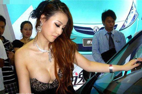 """Người mẫu ôtô lách luật để gây """"nhiễu"""" - 4"""