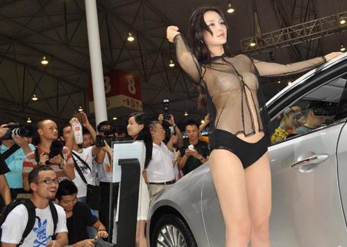 """Người mẫu ôtô lách luật để gây """"nhiễu"""" - 2"""