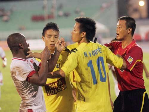 Chơi xấu, 3 cầu thủ HN T&T dự kiến bị xử - 1