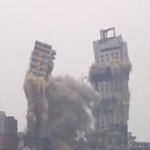 Tin tức trong ngày - Cận cảnh đánh sập 2 tòa nhà chọc trời ở TQ