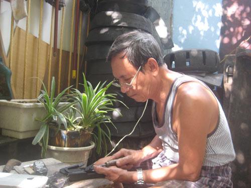 Người làm dép cao su duy nhất ở Hà thành - 2