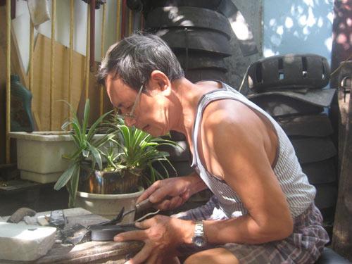 Người làm dép cao su duy nhất ở Hà thành - 1