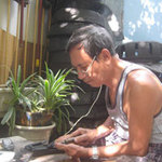 Tin tức trong ngày - Người làm dép cao su duy nhất ở Hà thành