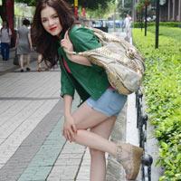 Lý Nhã Kỳ khoe dáng tại Quảng Châu