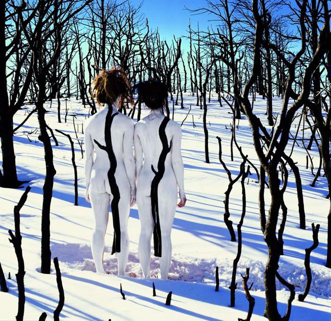 Nhiếp ảnh gia này đưa những người mẫu khỏa thân tới khung cảnh của sa mạc và các khu vực phủ đầy tuyết.